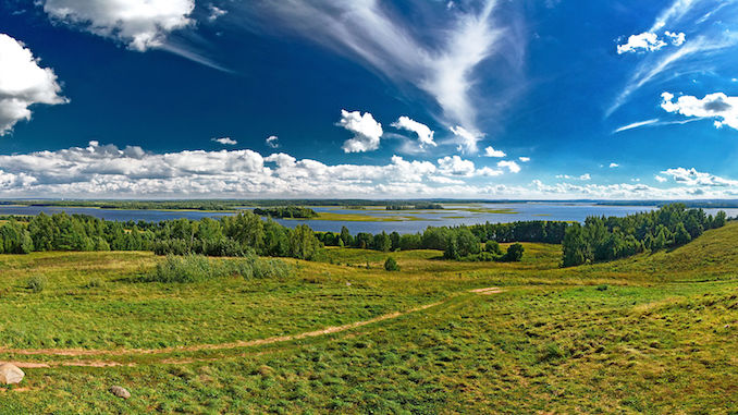 travel photo of Strusta Lake in the Vitebsk Region to inspire Belarusian language students